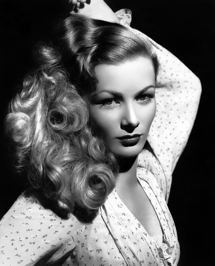 http://filthyrude.files.wordpress.com/2012/02/veronica-lake-eyes.jpg